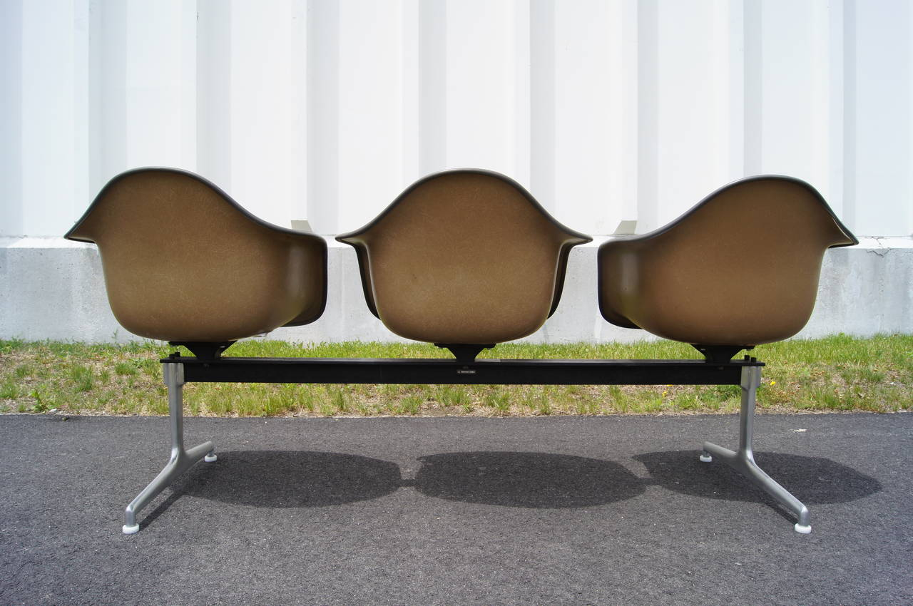 Mid-Century Modern Tandem Three-Shell Seating by Charles and Ray Eames for Herman Miller For Sale
