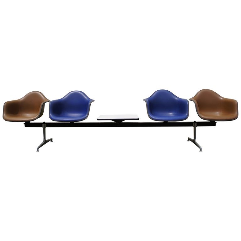 Tandem Four-Shell Seating with Table by Charles and Ray Eames for Herman Miller For Sale
