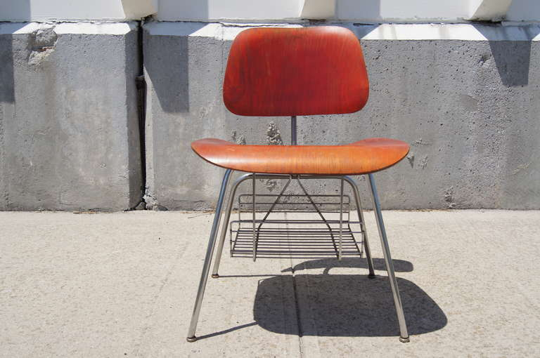 Mid-Century Modern Rare DCM Side Chair with Magazine Rack by Charles & Ray Eames for Herman Miller For Sale