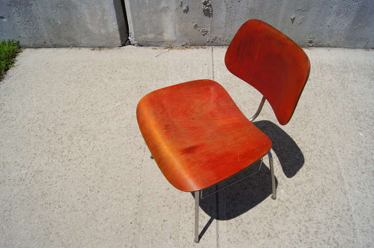 Rare DCM Side Chair with Magazine Rack by Charles & Ray Eames for Herman Miller In Good Condition For Sale In Boston, MA