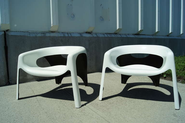 pair of space age fiberglass outdoor chairs 3