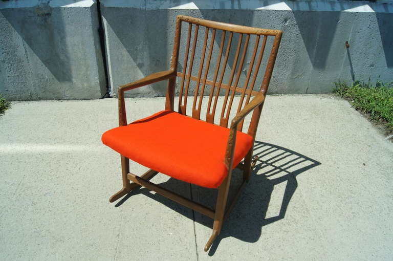 Early ML-33 Oak Rocking Chair with Carvings by Hans Wegner for Mikael Laursen For Sale 1