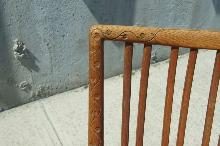 Mid-20th Century Early ML-33 Oak Rocking Chair with Carvings by Hans Wegner for Mikael Laursen For Sale