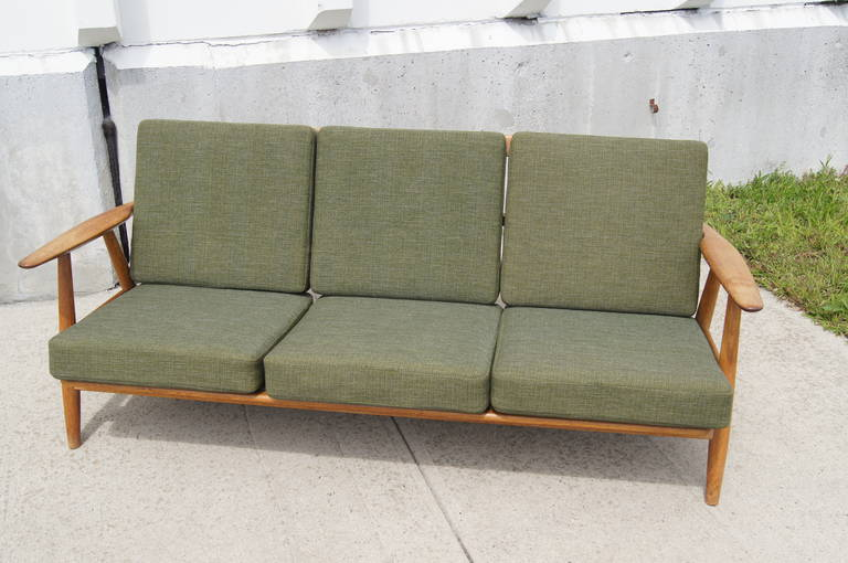 Superb GE 140 Sofa By Hans Wegner For Getama 3