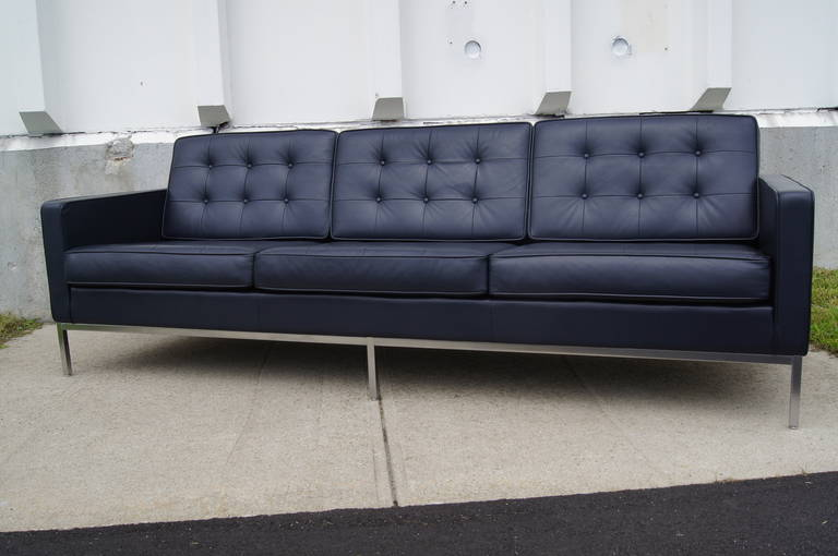 Deep blue leather sofa by florence knoll at 1stdibs for Blue leather sofa