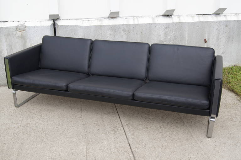 CH103 Leather Sofa By Hans Wegner For Carl Hansen U0026 Son For Sale 1