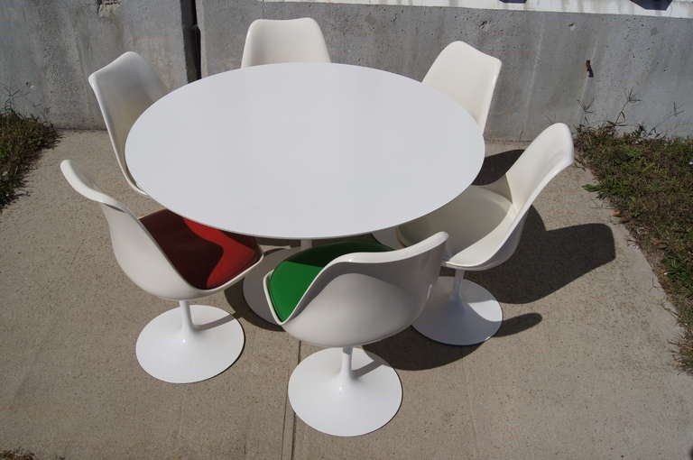 48 Quot Tulip Dining Table And Six Chairs By Saarinen For