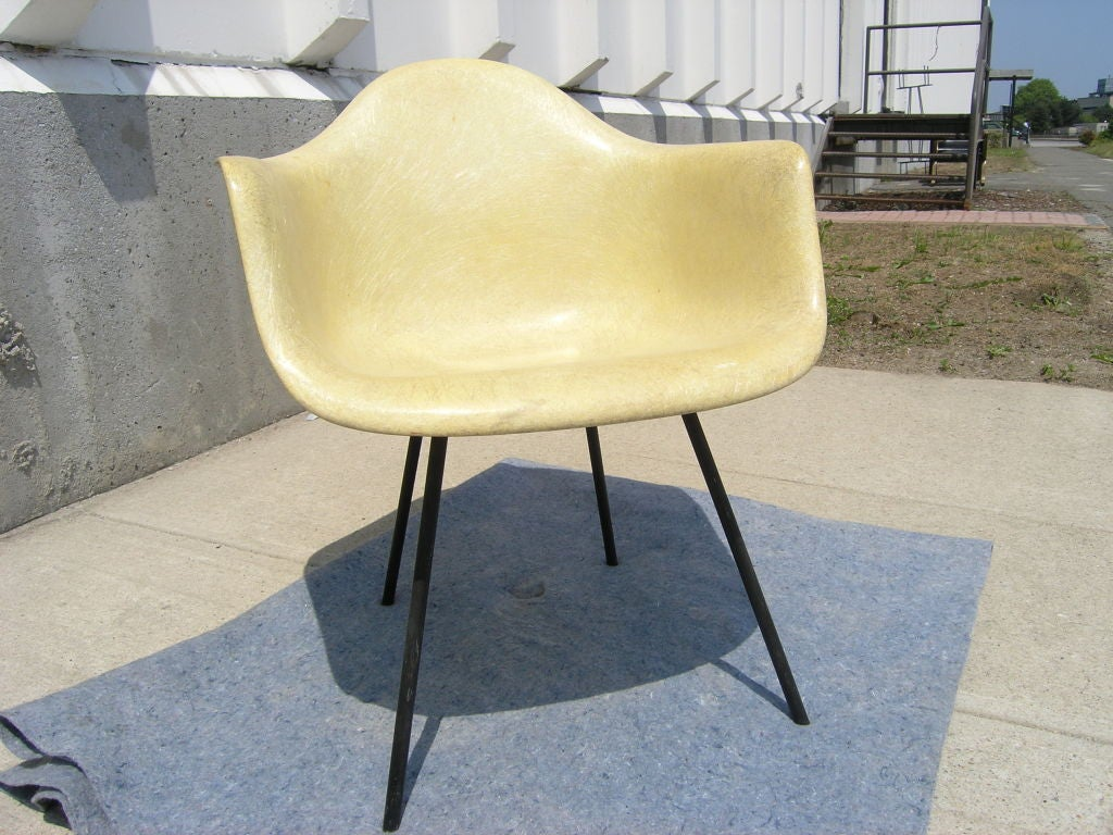 Mid-Century Modern Early Rope-Edge Fiberglass Armchair by Charles Eames for Zenith/Herman Miller For Sale