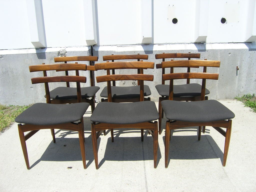 Rosewood Dining Table and 6 Chairs by Poul Hundevad image 4