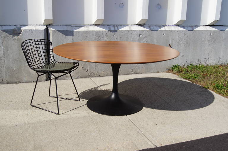 Rare TeaHeight Pedestal Table By Eero Saarinen For Knoll For Sale - Walnut tulip dining table