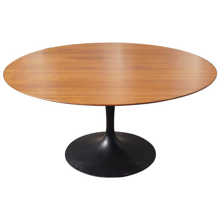 rare tea height pedestal table by saarinen for knoll for sale at 1stdibs. Black Bedroom Furniture Sets. Home Design Ideas
