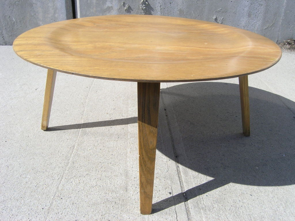 Molded Plywood Ctw Coffee Table By Eames For Herman Miller At 1stdibs