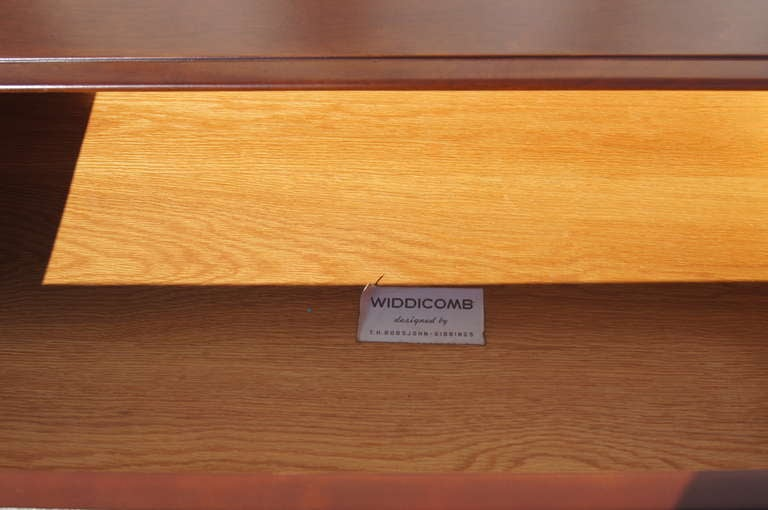 Walnut Dresser by T.H. Robsjohn-Gibbings for Widdicomb For Sale 2