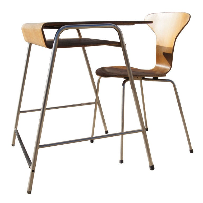 child 39 s desk and chair by arne jacobsen at 1stdibs. Black Bedroom Furniture Sets. Home Design Ideas