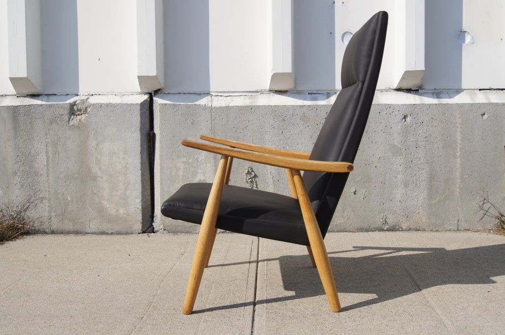 Scandinavian Modern GE-260A High Back Lounge Chair in Leather by Hans Wegner for GETAMA For Sale