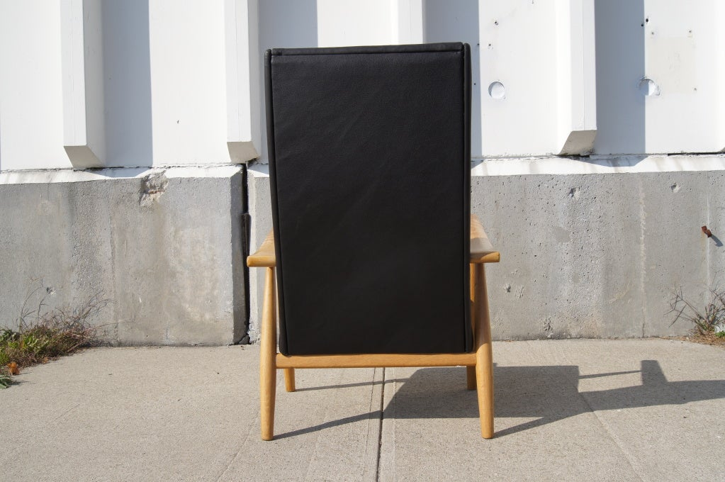 GE-260A High Back Lounge Chair in Leather by Hans Wegner for GETAMA In Excellent Condition For Sale In Boston, MA