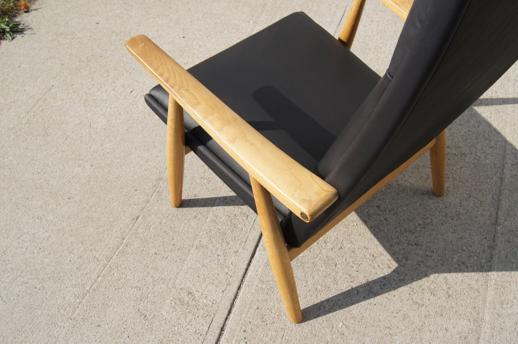 Mid-20th Century GE-260A High Back Lounge Chair in Leather by Hans Wegner for GETAMA For Sale