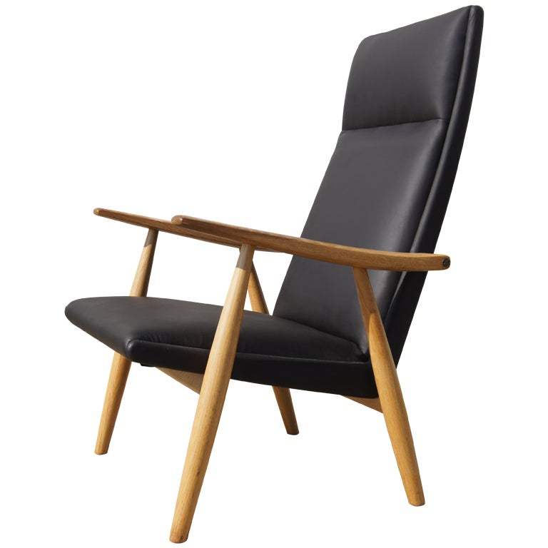 GE-260A High Back Lounge Chair in Leather by Hans Wegner for GETAMA For Sale