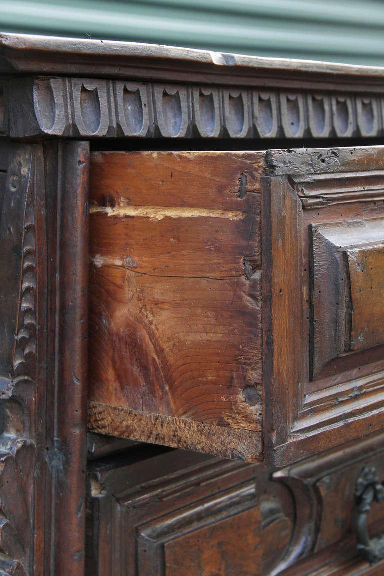 Impressive italian baroque walnut and burl walnut commode at 1stdibs - Grande commode baroque ...