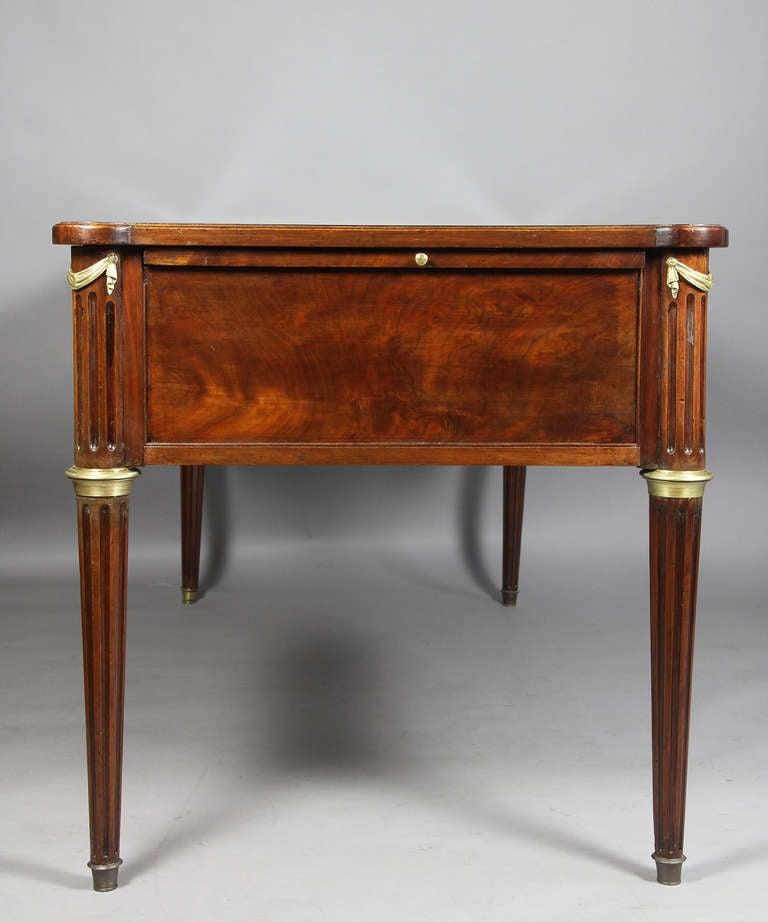louis xvi mahogany and ormolu mounted bureau plat at 1stdibs. Black Bedroom Furniture Sets. Home Design Ideas