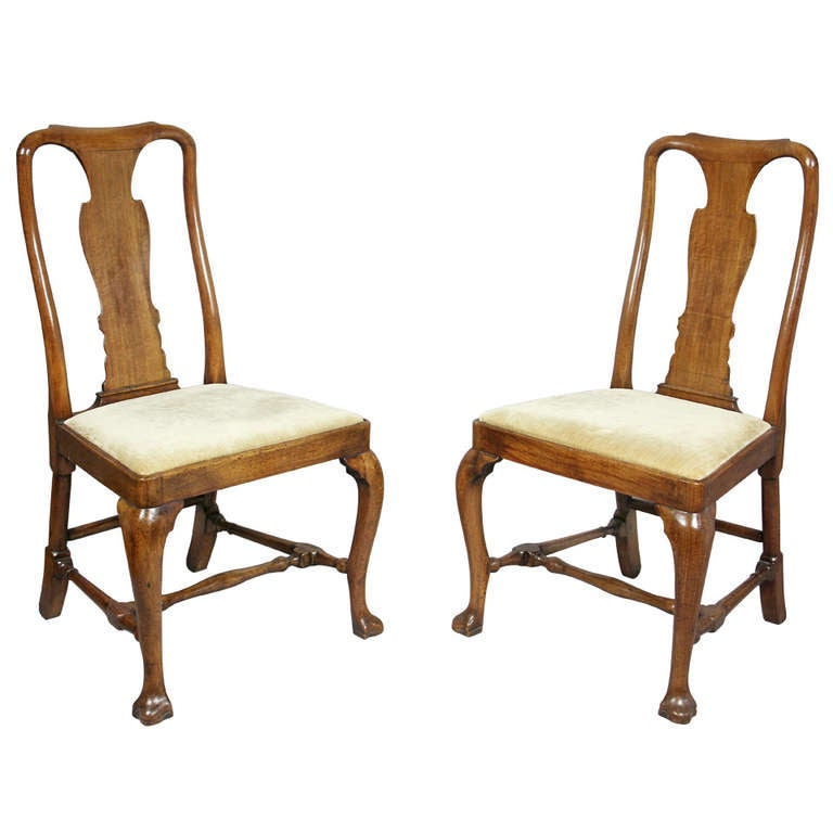 Pair Of Queen Anne Walnut Side Chairs at 1stdibs : 1005310l from 1stdibs.com size 768 x 768 jpeg 44kB