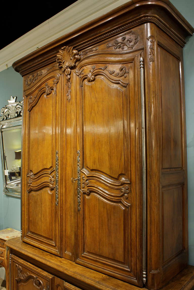 French Louis XV Buffet a Deux Corps In Good Condition For Sale In Pembroke, MA