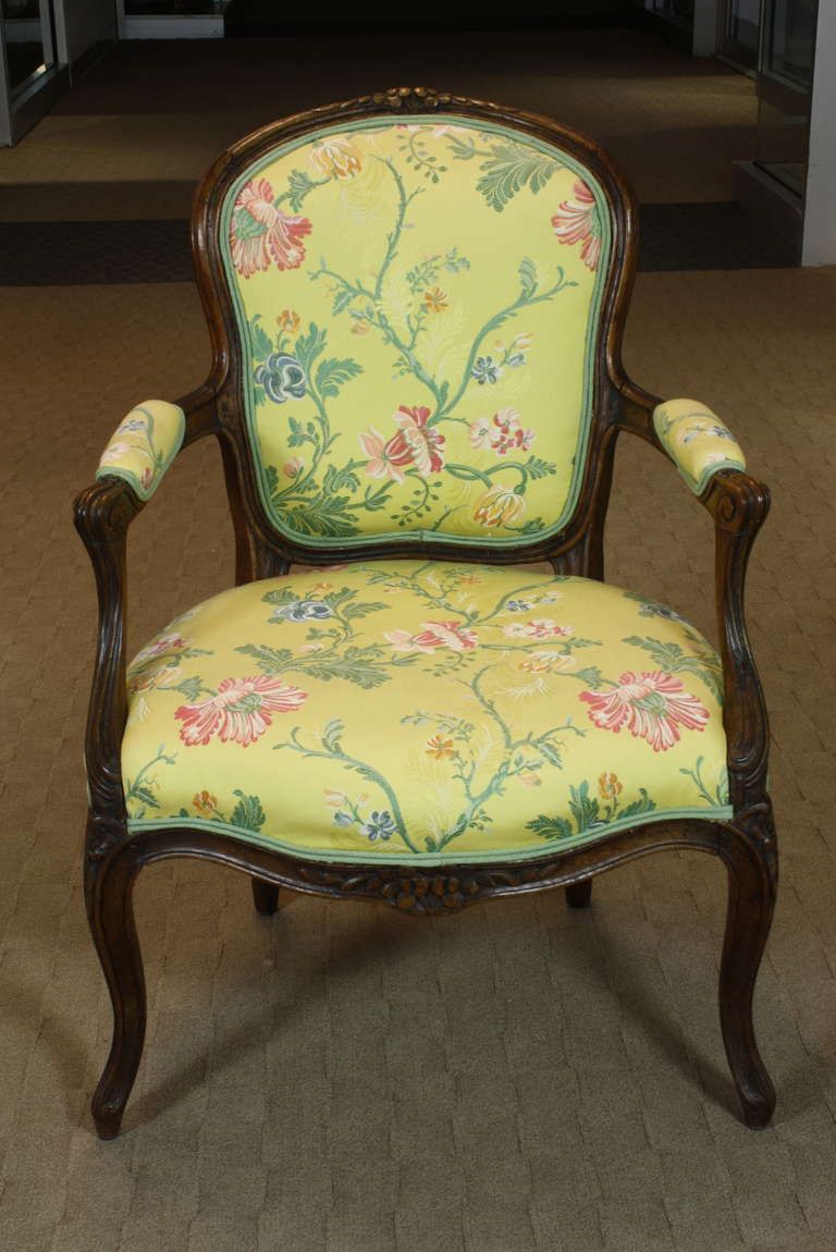 Pair of French Louis XV Period Fauteuils In Good Condition For Sale In Pembroke, MA