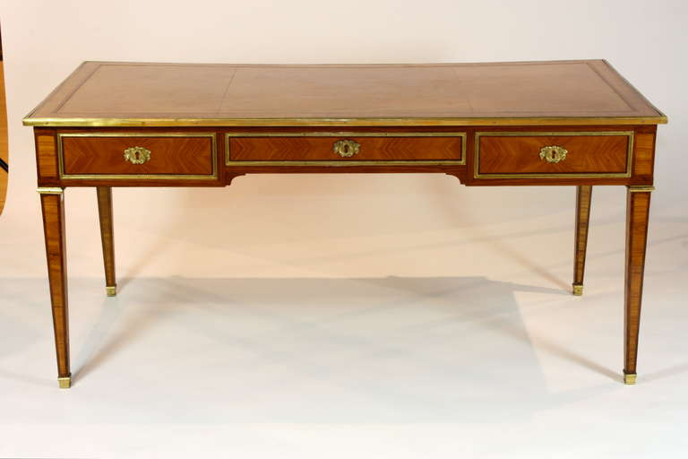 louis xvi style bureau plat for sale at 1stdibs. Black Bedroom Furniture Sets. Home Design Ideas