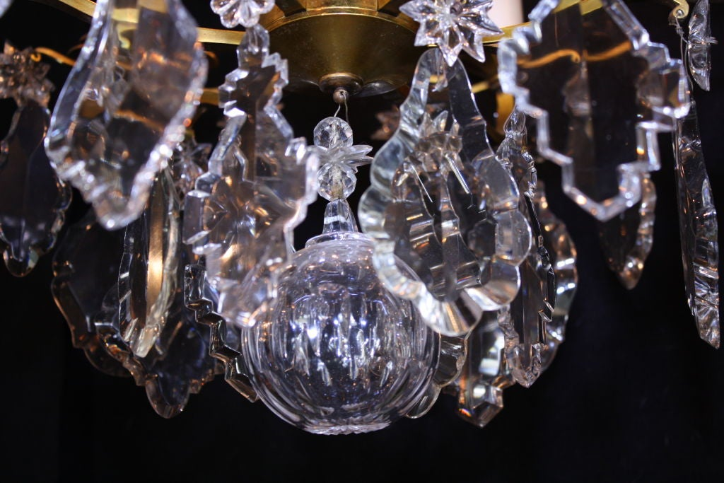 French Gilt-Bronze Chandelier with Exceptional Crystals For Sale 1