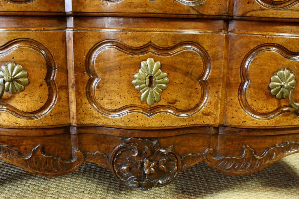 French Louis XIV Period Commode In Good Condition For Sale In Pembroke, MA
