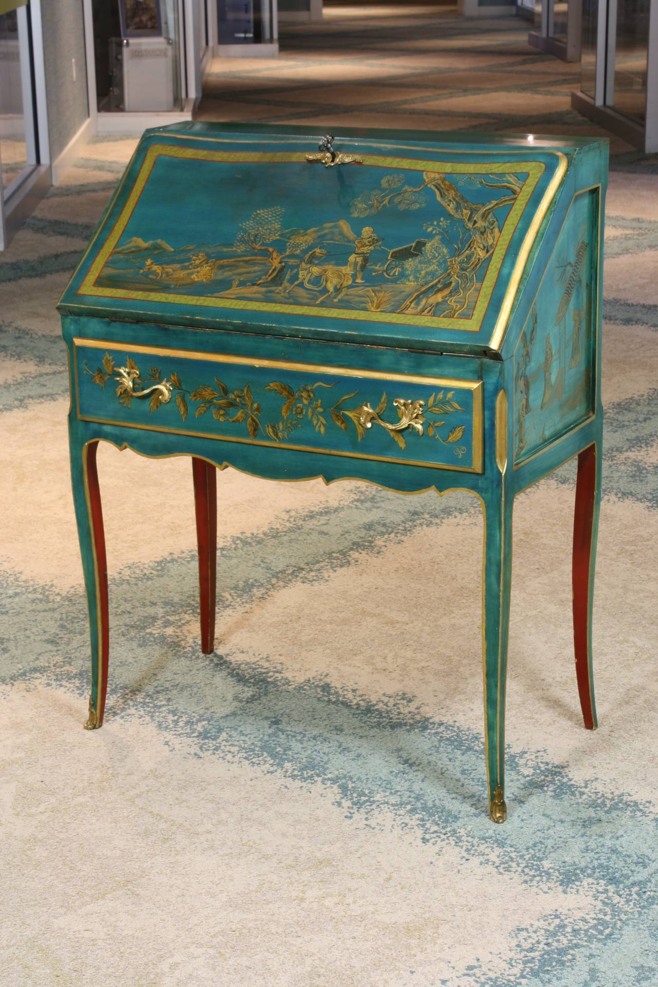 Louis XV Style Chinoiserie Slant-Top Desk In Good Condition For Sale In Pembroke, MA