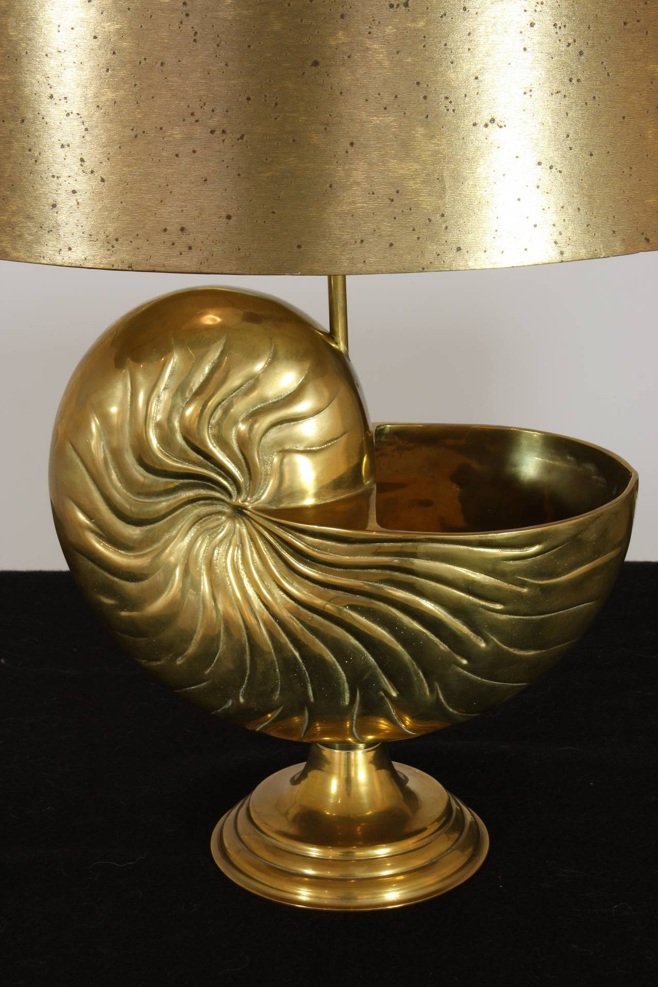 Cast French Bronze Nautilus Shell Lamp in the Style of Maison Charles For Sale
