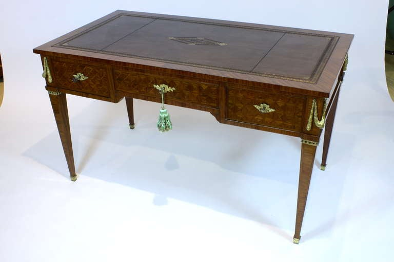 French Louis XVI Style Parquetry Desk In Good Condition For Sale In Pembroke, MA