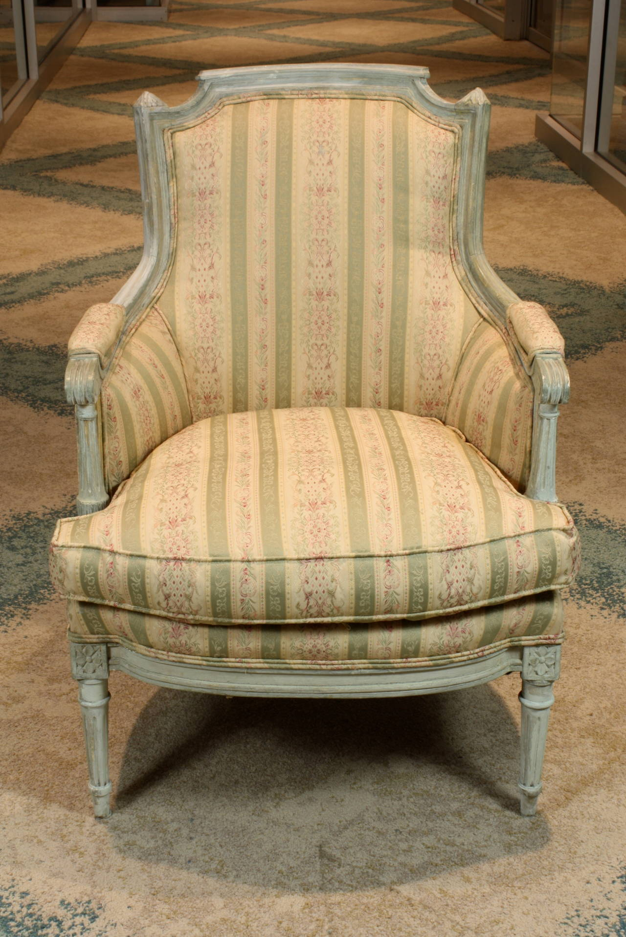 Pair of French Louis XVI Style Painted Bergeres In Good Condition In Charleston, SC