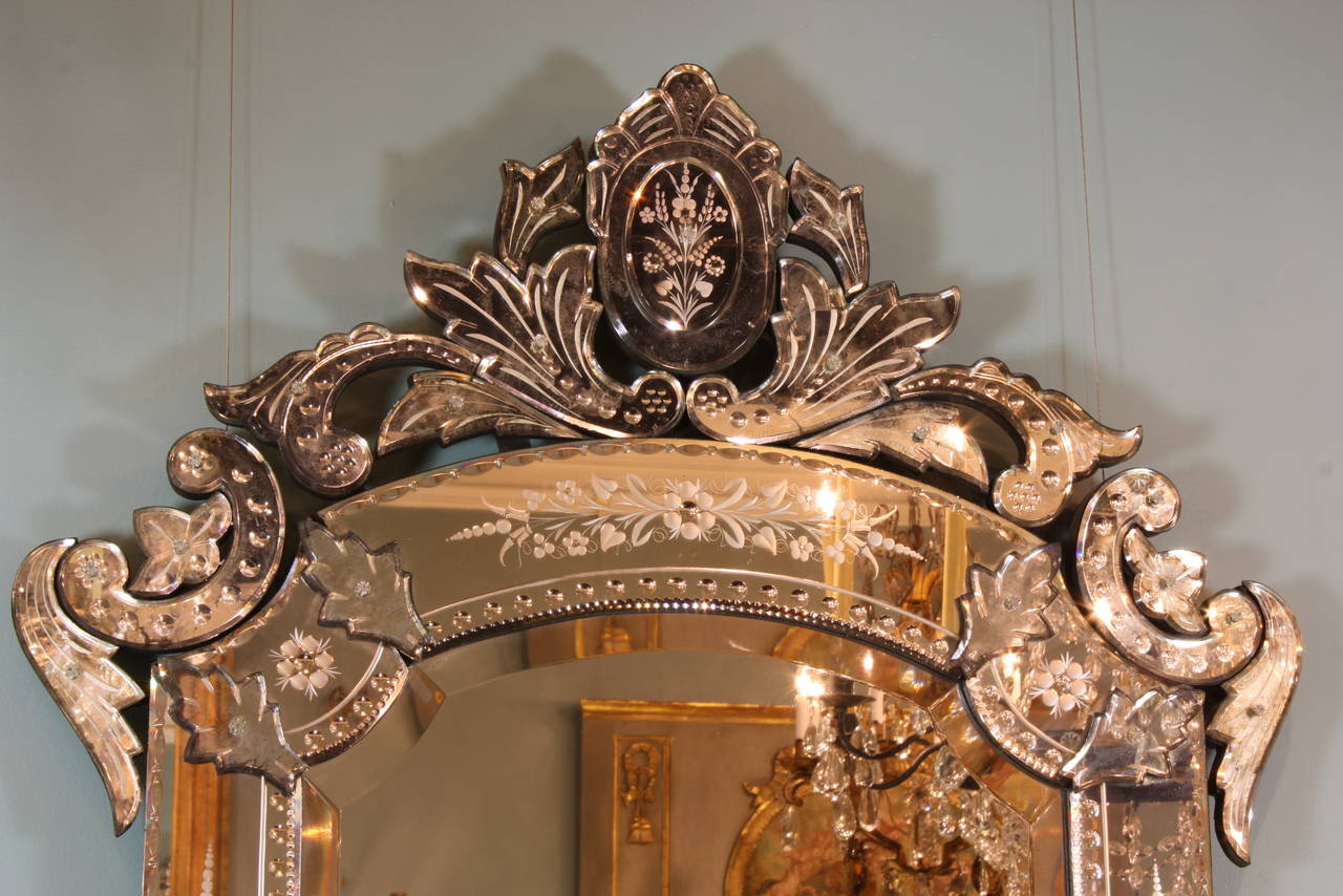 Ornate Venetian Rococo Mirror In Good Condition For Sale In Pembroke, MA
