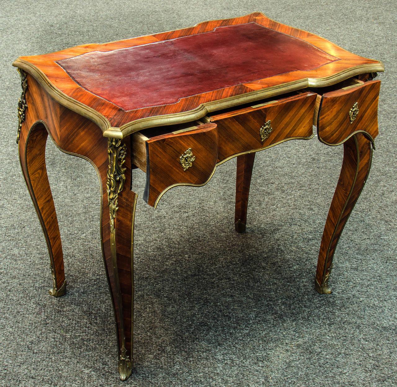 antique louis xv rosewood bureau plat for sale at 1stdibs. Black Bedroom Furniture Sets. Home Design Ideas