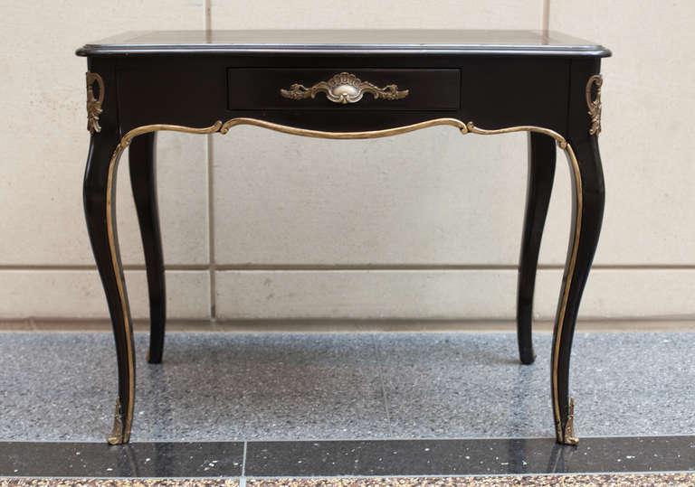 petite louis xv style bureau plat at 1stdibs. Black Bedroom Furniture Sets. Home Design Ideas
