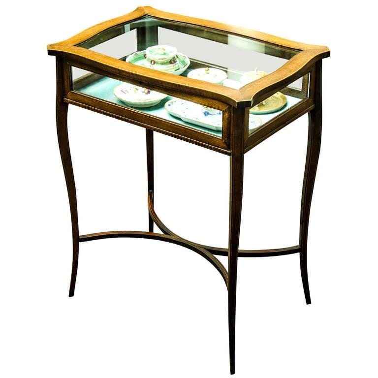 Mahogany Table Vitrine at 1stdibs -> Table Centrale Vitrine