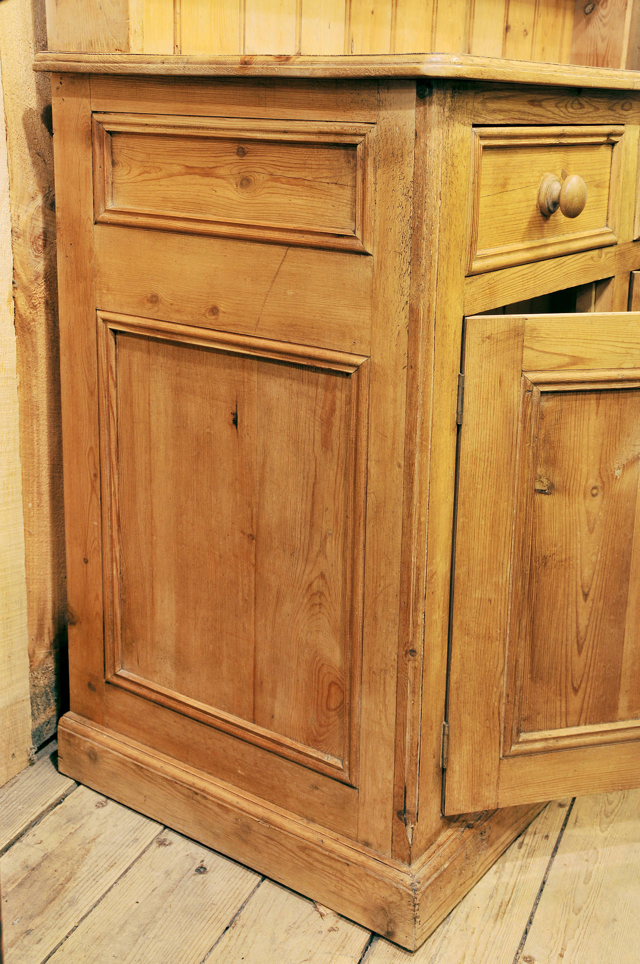 Country Pine Cupboard In Good Condition For Sale In Georges Mills, NH