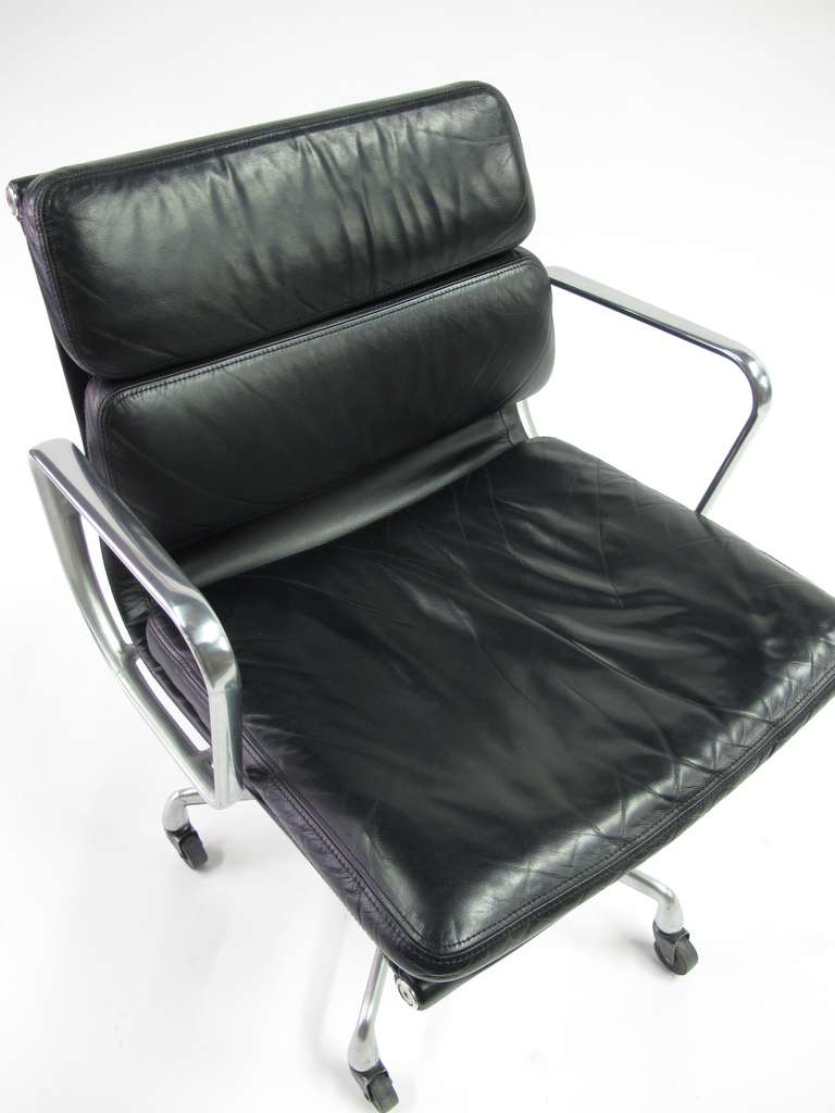 soft pad management chair designed by charles eames for. Black Bedroom Furniture Sets. Home Design Ideas