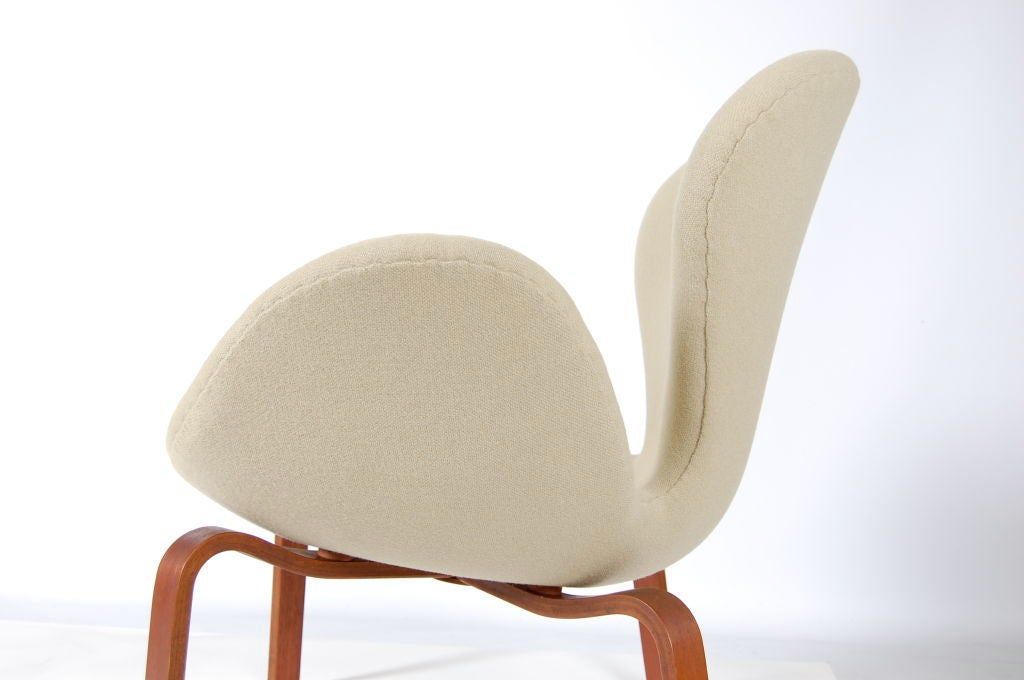 Arne Jacobsen Swan With Wooden Legs At 1stdibs