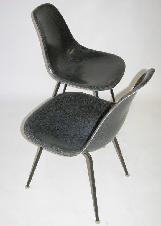 Charles eames fiberglass side chairs herman miller at 1stdibs - Fauteuil herman miller ...