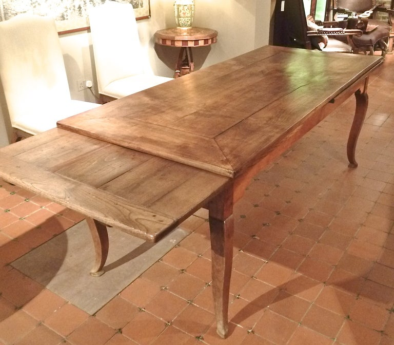 French provincial cherrywood farmhouse extending dining for Best extendable dining table