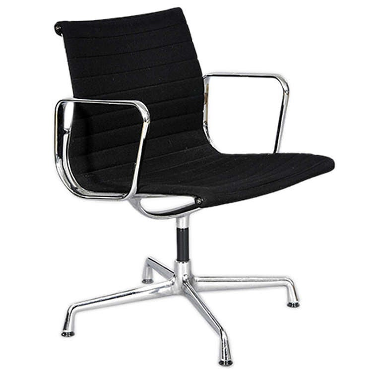 single eames aluminium group chair by vitra 1980s at 1stdibs. Black Bedroom Furniture Sets. Home Design Ideas