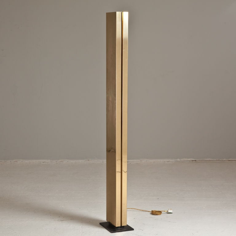A single brass floor standing uplighter 1970s at 1stdibs for Uplighter single floor lamp