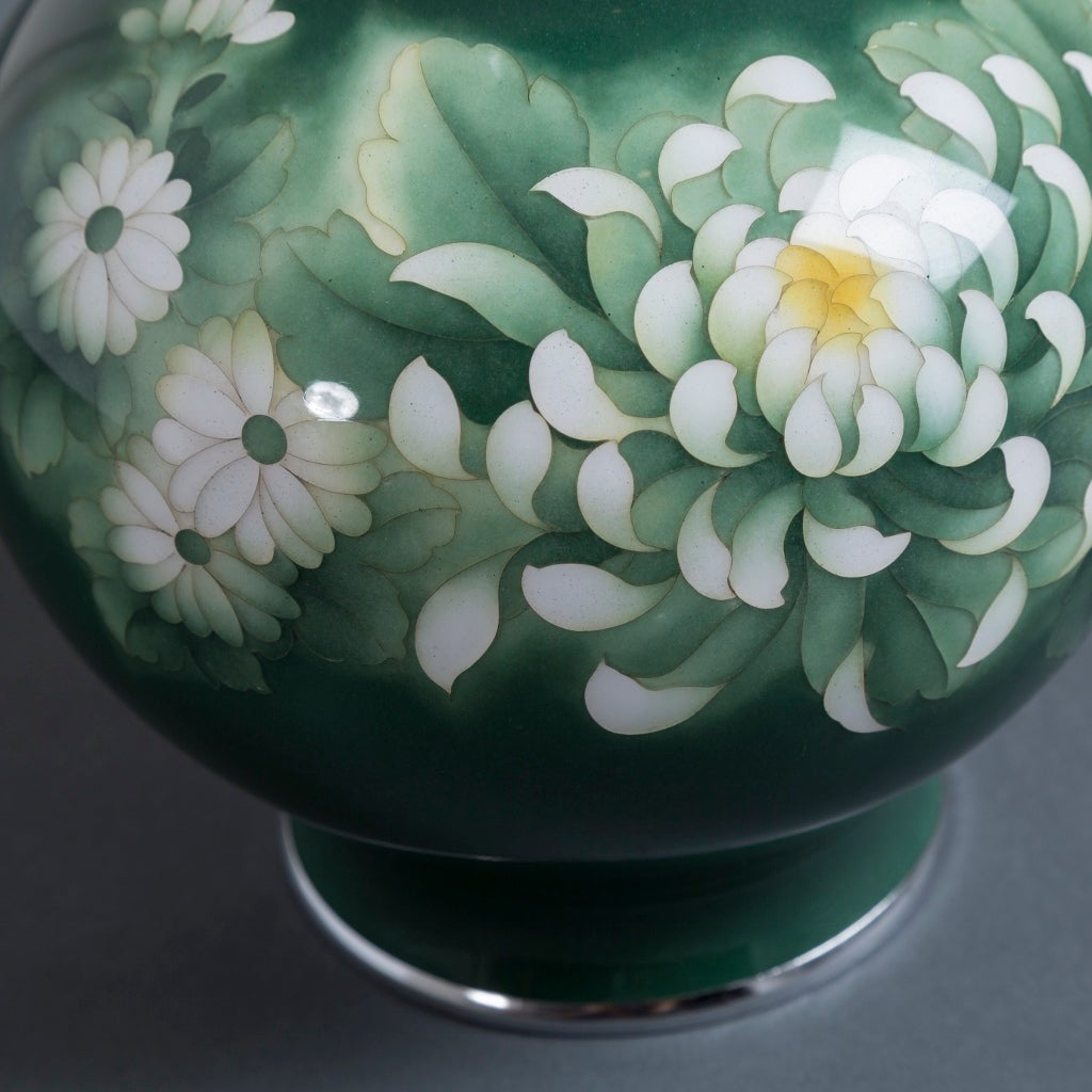 Japanese Cloisonné Enamel Vase Attributed to Inarba In Excellent Condition For Sale In London, GB