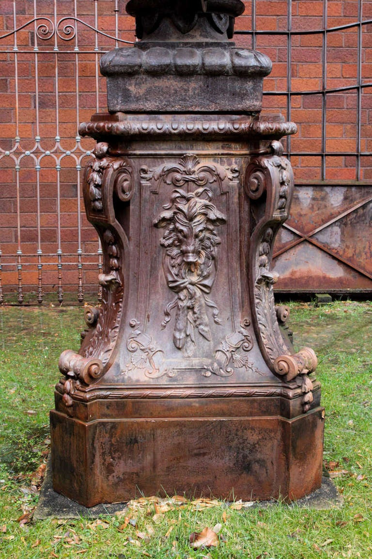 French 19th Century Cast Iron Pedestals In Excellent Condition For Sale In New York, NY