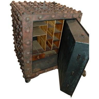 Hobnail Safe