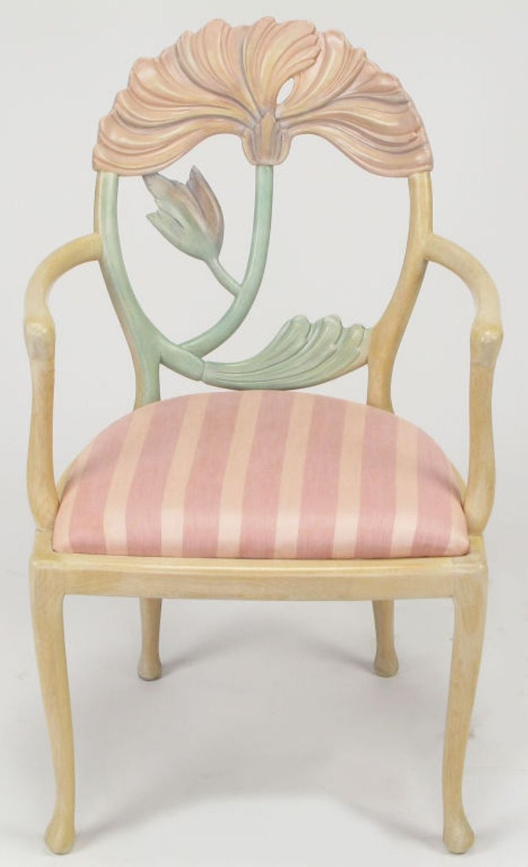 Pair of Italian Polychrome Carved Poppy Armchairs In Excellent Condition For Sale In Chicago, IL