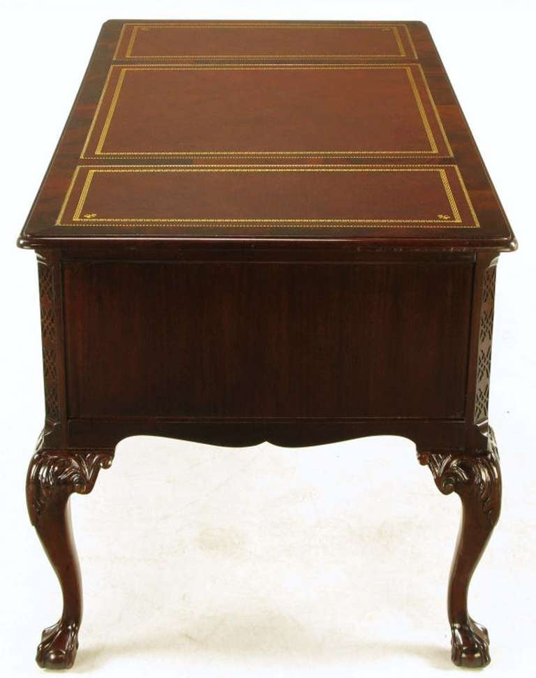 Sligh Flame Mahogany and Tooled Leather Cabriole Leg Desk In Good Condition For Sale In Chicago, IL